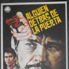 Cine: ALGUIEN DETRAS DE LA PUERTA, FOLLETO DE MANO, (4054) , JANO ,CONSERVACION:. Lote 42723111