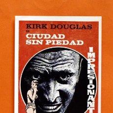 Cine: FOLLETO DE MANO MODERNO - KIRK DOUGLAS EN CIUDAD SIN PIEDAD - GRAFICAS MARFIL - . Lote 48952304