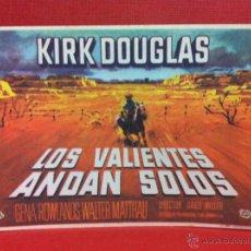 Cine: LOS VALIENTES ANDAN SOLOS - KIRK DOUGLAS 1962.FALBUM. Lote 211825321