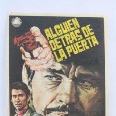 Flyers Publicitaires de films Anciens: PROGRAMA DE CINE - ALGUIEN DETRÁS DE LA PUERTA - PUBLICIDAD AL DORSO. Lote 54199968