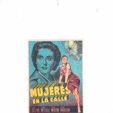 Cine: FOLLETO CINE PROGRAMA DE MANO PROSPECTO ANTIGUO PELÍCULA MUJERES EN LA CALLE JOAN COLLINS. Lote 55399355