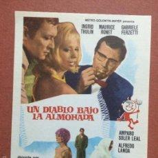 Cine: UN DIABLO BAJO LA ALMOHADA - FOLLETO DE MANO-FALBUN. Lote 158822753
