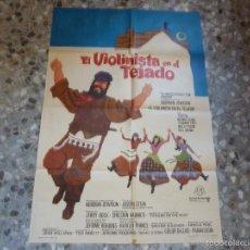 Folhetos de mão de filmes antigos de cinema: POSTER EL VIOLINISTA EN EL TEJADO +11 POSTALES. Lote 58731317