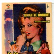 Cine: BABETTE SE VA A LA GUERRA (FOLLETO DE MANO ORIGINAL CON PUBLICIDAD CINE CERVANTES VILLENA). Lote 68926909