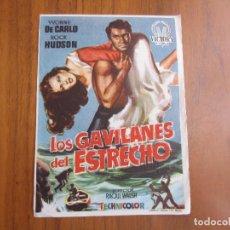 Cine: PROGRAMA DE CINE FOLLETO DE MANO LOS GAVILANES DEL ESTRECHODEL1956 CON PUBLICIDAD VER FOTOS. Lote 103860123