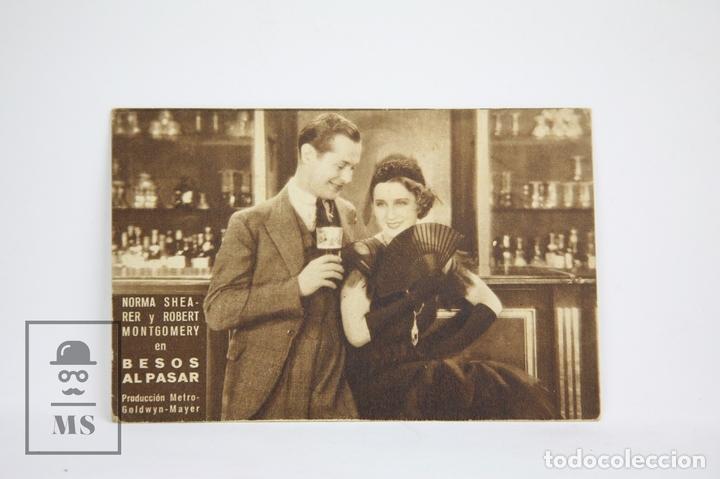 PROGRAMA DE CINE / TARJETA FOTOGRAMA - BESOS AL PASAR - CON PUBLICIDAD - METRO GLODWYN, AÑO 1933 (Cine - Folletos de Mano - Drama)