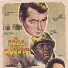 Cine: EL PASO DE LA MUERTE CON ALAN LADD, SIDNEY POITIER AÑO 1962 EN CINEMAS AVENIDA Y LA RAMBLA. Lote 114611679