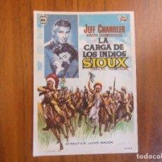 Cine: PROGRAMA DE CINE FOLLETO DE MANO-LA CARGA DE LOS SIOUX-AÑO 50 SINPUBLICIDAD VER FOTOS. Lote 126050571