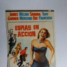 Cine: FOLLETO DE MANO - ESPIAS EN ACCION - JAMES GARNER - MELINA MERCOURI. Lote 143703698