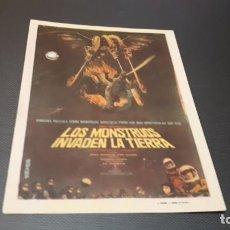 Cine: PROGRAMA DE MANO ORIG - LOS MONSTRUOS INVADEN LA TIERRA - SIN CINE . Lote 147239578