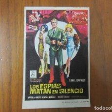 Cine: PROGRAMA DE CINE FOLLETO DE MANO-LOS ESPIAS MATAN EN SILENCIO-AÑOS 50 SIN PUBLI VER FOTOS. Lote 155452318