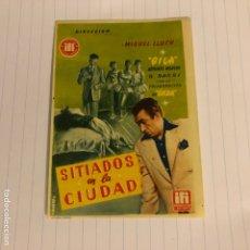 Cine: SITIADOS EN LA CIUDAD. FOLLETO DE MANO ESTRENO EN TEATRO BUENOS AIRES DE BILBAO EN 1957.. Lote 155999045