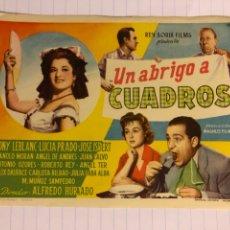 Cine: UN ABRIGO A CUADROS (TONY LEBLANC). FOLLETO DE MANO SIN PUBLICIDAD DE 1957.. Lote 156001484
