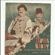 Cine: QUESOS Y BESOS PROGRAMA ORIGINAL DOBLE MGM STAN LAUREL Y OLIVER HARDY. Lote 164790486