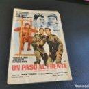 Cine: PROGRAMA DE MANO ORIG - UN PASO AL FRENTE - CINE DE LIRIA . Lote 168274872