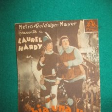 Cine: PROGRAMA DE CINE LAUREL - HARDY. HABIA UNA VEZ UN HEROE. CINE CAPITOL.. Lote 172344773