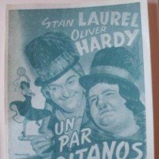 Cine: PROGRAMA DE MANO UN PAR DE GITANOS CON STAN LAUREL Y OLIVER HARDY. Lote 173923413