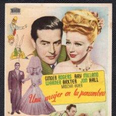 Cine: UNA MUJER EN LA PENUMBRA - FOLLETO DE MANO (8,7 CM. X 13, CM) -ORIGINAL 1949 - PUBLICIDAD EN REVERSO. Lote 178686308