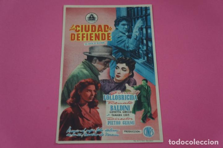 FOLLETO DE MANO PROGRAMA DE CINE LA CIUDAD LE DEFIENDE CON PUBLICIDAD LOTE 26 (Cine - Folletos de Mano - Comedia)