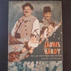Cine: QUESOS Y BESOS LAUREL HARDY PROGRAMA DE MANO DOBLE PUBLICIDAD CINE PRINCIPAL SANTIAGO DE COMPOSTELA. Lote 191612448