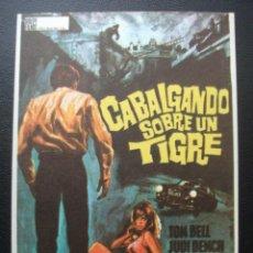 Cine: CABALGANDO SOBRE UN TIGRE, JUDY DENCH. Lote 194179006