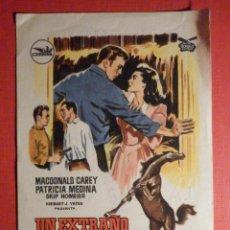 Cine: FOLLETO - PELÍCULA - FILM - LARGOMETRAJE - CINE - UN EXTRAÑO A MI PUERTA - KURSAAL. Lote 195345145