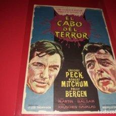 Flyers Publicitaires de films Anciens: EL CABO DEL TERROR CON GREGORY PECK Y ROBERT MITCHUM. PUBLICIDAD AL DORSO. AÑO 1962. Lote 195904186