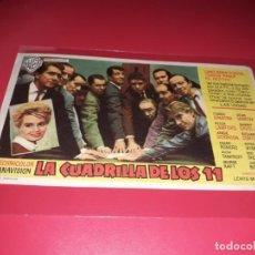 Cine: LA CUADRILLA DE LOS 11 CON FRANK SINATRA Y DEAN MARTIN. PUBLICIDAD AL DORSO. AÑO 1960. Lote 199506610