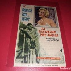 Flyers Publicitaires de films Anciens: LA TENTACIÓN VIVE ARRIBA CON MARILYN MONROE . PUBLICIDAD AL DORSO. AÑO 1955.. Lote 199854132