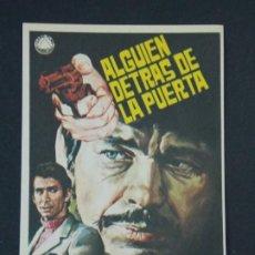 Cine: ALGUIEN DETRAS DE LA PUERTA - AÑO 1970 - FOLLETO - PROGRAMA CINE - DIBUJANTE JANO .. L725. Lote 200155073