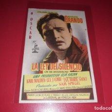 Cine: LA LEY DEL SILENCIO CON MARLON BRANDO. PUBLICIDAD AL DORSO. AÑO 1954.. Lote 204330325