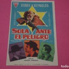 Cine: FOLLETO DE MANO PROGRAMA DE CINE SOLA ANTE EL PELIGRO CON PUBLICIDAD LOTE 9. Lote 204644188