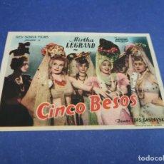 Flyers Publicitaires de films Anciens: PROGRAMA DE MANO ORIG - CINCO BESOS - CINE DE RIALTO. Lote 207642751