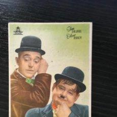 Folhetos de mão de filmes antigos de cinema: STAN LAUREL OLIVER HARDY - PROGRAMA CINE PUBLICIDAD DENTICHLOR BARCELONA. Lote 208779331