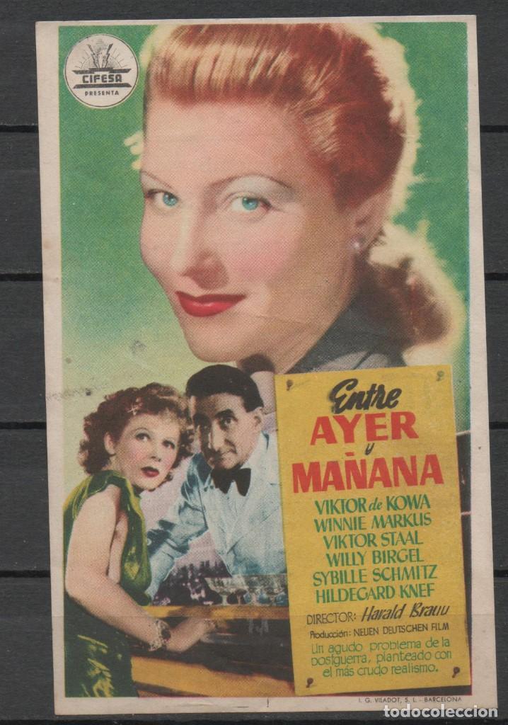 FOLLETO DE MANO DE LA PELICULA ENTRE AYER Y MAÑANA DEL TEATRO PRINCIPAL DE REINOSA DEL AÑO 1952 (Cine - Folletos de Mano - Comedia)