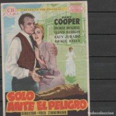 Flyers Publicitaires de films Anciens: PROGRAMA DE MANO DE LA PELÍCULA SOLO ANTE EL PELIGRO DEL CINE MADRID DE REINOSA. Lote 213702151