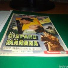 Cine: ANTIGUO PROGRAMA DE CINE UN DISPARO EN LA MAÑANA. Lote 218195105