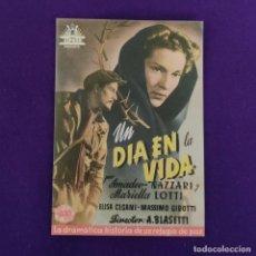 Cine: PROGRAMA DE CINE ORIGINAL. UN DIA EN LA VIDA. SIMPLE.. Lote 220264122