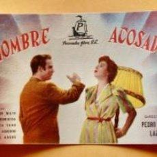 Cine: PROGRAMA CALENDARIO FUTBOL LIGA 1951/52, SÉPTIMA PÁGINA, HOMBRE ACOSADO Y UN CORAZÓN EN EL RUEDO. Lote 220847551
