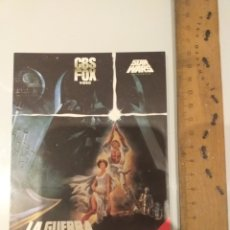 Flyers Publicitaires de films Anciens: PEGATINA PROMOCIONAL GUERRA DE LAS GALAXIAS 1983 CBS VHS. Lote 221297023