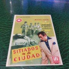 Cine: PROGRAMA DE MANO ORIG - SITIADOS EN LA CIUDAD - CON CINE DE ZARAGOZA IMPRESO DORSO. Lote 221611231