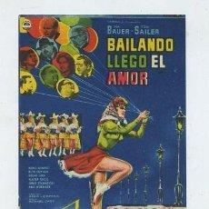Cine: BAILANDO LLEGO EL AMOR. Lote 222258688