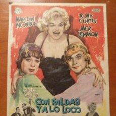 Foglietti di film di film antichi di cinema: CON FALDAS Y A LO LOCO MARILYN MONROE BILLY WILDER FOLLETO DE MANO ORIGINAL CON CINE IMPRESO. Lote 222281681