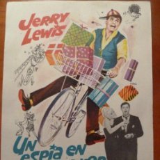 Cine: UN ESPIA EN HOLLYWOOD JERRY LEWIS FOLLETO DE MANO ORIGINAL PERFECTO ESTADO. Lote 222282488