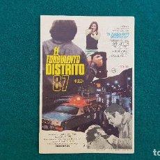 Cine: PROGRAMA DE MANO CINE EL TURBULENTO DISTRITO 87 (1970) CON CINE AL DORSO. Lote 222611102