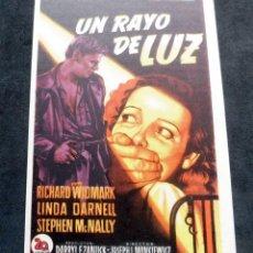 Flyers Publicitaires de films Anciens: PROGRAMA DE CINE - UN RAYO DE LUZ - CINE CARMEN DE PALAMÓS. Lote 223501418