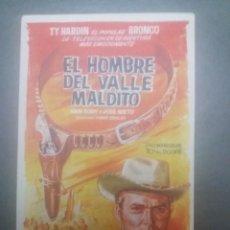 Cine: EL HOMBRE DEL VALLE MALDITO CON PUBLICIDAD CINE CAPITOL MÁLAGA. Lote 223869220
