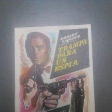 Cine: TRAMPA PARA UN ESPÍA CON PUBLICIDAD CINE DUQUE MÁLAGA. Lote 223869856