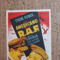 Flyers Publicitaires de films Anciens: FOLLETO DE MANO DE LA PELICULA UN AMERICANO EN LA R.A.F. CON PUBLICIDAD. Lote 240969500