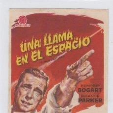 Flyers Publicitaires de films Anciens: UNA LLAMA EN EL ESPACIO. PROGRAMA DE CINE SENCILLO CON PUBLICIDAD. TEATRO ANDALUCIA. CÁDIZ.. Lote 241096230
